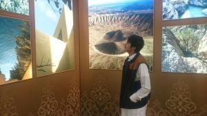 ثامر اخوي الحبيب يتفرج علـي صور الأمير سلطان